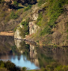 Llyn Gwynant reflections. (urfnick) Tags: outdoor nature reflections mirror cliff rock woods canon eos 1300d tamron 18270mm northwales snowdonia nationalpark lake water