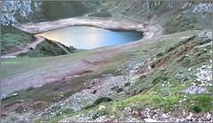 Lago de La Cueva - Lagos de Saliencia - Asturias (Luisa Gila Merino) Tags: maisema landscape lago laguna airelibre personas gente montaña cordillera
