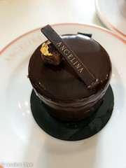 Le Café Angelina, Paris - Mousse au Chocolat (Lyubov Love) Tags: mousse chocolat chocolate dessert yum delicious tasty supper dinner lunch cafe breakfast paris parisian france french delicate delicatessen gold angelina pastry