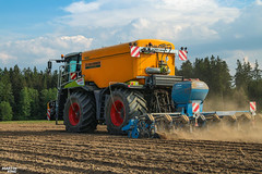 Strip-Till Corn Planting | CLAAS // ZUNHAMMER // LEMKEN (martin_king.photo) Tags: springwork springwork2018 claas claasxerion xerion zunhammer yellow strong huge big machine sky martin king photo agriculture machinery machines tschechische republik powerfull power dynastyphotography lukaskralphotocz agricultural great day czechrepublic fans work place tschechischerepublik martinkingphoto welovefarming working modern landwirtschaft green colorful colors blue photogoraphy photographer canon tractor love farming daily tires onwheels agrimachinescz dust masseyferguson vogelsang striptill soil vogelsangxtill injector annaburger field outdoor zunhammerzunixtrac lemken lemkenazurit azurit lemkenazurit9 precisionplanter precision planter
