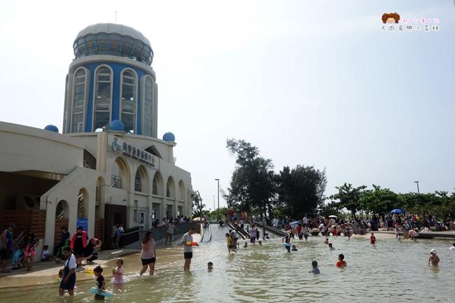 《新竹》南寮旅遊服務中心.親子沙灘戲水區(影片)~來南寮不光只是抓寶,還能玩水挖沙騎自行車、買海鮮吃小吃,規劃豐富親子遊