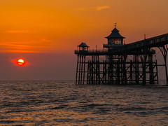Sun divide by 2 =Amazing Sunset Clevedon Pier (RS400) Tags: sun set clevedon pier wow amazing wicked travel southwest sky orange yellow water sea somerset uk photography black olympus lens