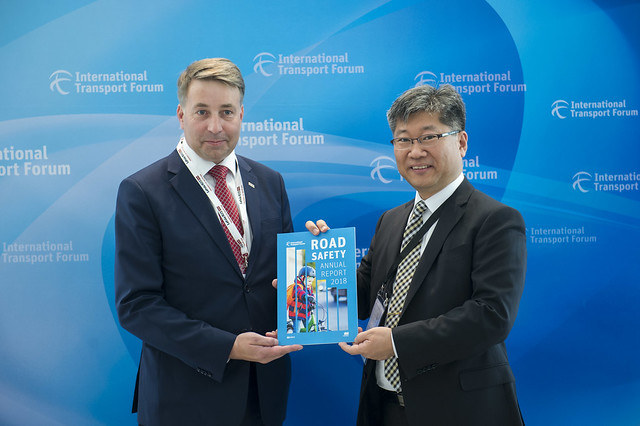 Uldis Augulis and Young Tae Kim present the Road Safety Report