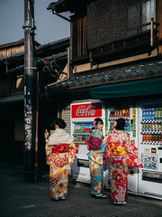 Classic Kyoto (dariru2107) Tags: kyoto japan asia street sony a7r2 a7rii kimono higashiyama traditional