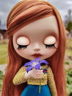 Snif-snif, smells like spring! 🌸😍🌸 #blythe #customblythe #customdoll #doll #crochet #crochetdollclothes #dolliina