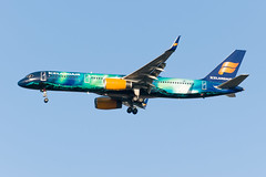 18-2298cr (George Hamlin) Tags: virginia chantilly washington dulles international airport iad icelandair airlines boeing 757 tffiu special paint scheme livery hekla aurora northern lights photo decor george hamlin photography aircraft jet airplane airliner narrowbody