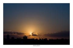 [ Una estampa de la puesta del sol ] (Marcos Jerlich) Tags: sunset sunlight city cityscape skyline sky ciel architecture buildings silhouettes urban contrast colorful flickr 7dwf may sorocaba brasil américadosul canon canont5i canon700d marcosjerlich