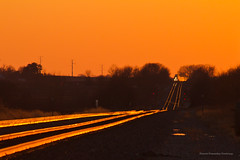 BNSF Eastbound at Sunset (tim_1522) Tags: railroad railfanning rail illinois il bnsf burlingtonnorthernsantafe transcon edelstein orange sunset goldenhour goldenlight