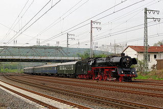 03 1010 mit Steam Dreams-Sonderzug bei der Durchfahrt in Hagen-Hengstey, 24.04.2018