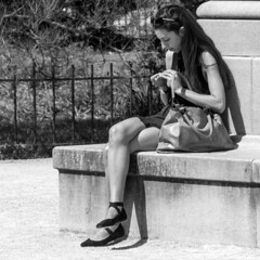 le roulage d'une cigarette (every pixel counts) Tags: 2018 paris woman street eu capital city france bw everypixelcounts blackandwhite people park europa day cigarette bag blackwhite jardindesplantes girl bolsa daylight spring printemps 11 square