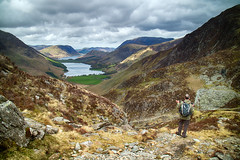 Decisions.. (Tall Guy) Tags: tallguy uk ldnp lakedistrict unescoworldheritagesite cumbria haystacks buttermere