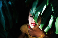 (intivisible) Tags: film 35mm analog analógica prakticamtl3 portra160 leaf leaves hoja hojas expression expresión lips labios face rostro woman mujer closedeyes ojoscerrados eyesshut sunlight hidden escondida