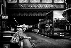 CENTRAL STATION (Mister G.C.) Tags: street urban photography blackandwhite bw olympus olympustrip35 dzuiko zuiko f28 primelens lomographycolour400 fullframe retro retrocamera zonefocus zonefocusing streetphotography urbanphotography shot image photograph candid people eyecontact eating monochrome town city analog analogphotography analogue 35mm film filmcamera schwarzweiss strassenfotografie mistergc glasgow scotland europe