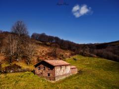 Orabidea, Baztan. La borda. (atvjavi) Tags: atvjavi navarra olympus orabidea caserio borda vallebaztan nube cloud cielo sky haya baztan