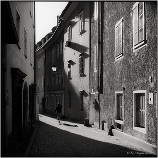 Early morning light in the Steingasse_Rolleiflex 3.5B