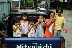 Oh, my gosh, it is the foreign photographer (the foreign photographer - ฝรั่งถ่) Tags: children toddlers reactions hand gestures standing khlong thanon portraits bangkhen bangkok thailand canon