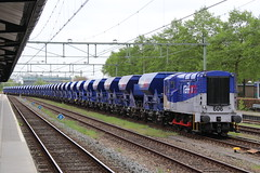 Railpro 606 Apeldoorn 27-04-2018 (Spoorhaar) Tags: 606 railpro apeldoorn fccpps onderlossers zelflossers grindwagens grindtrein werktrein eisenbahn werkszug bahnhof station gare railway gravel maintenance baanonderhoud ns spoorwegen classic eec english electric locomotive lok machine transport goederentrein