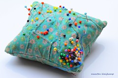 PINCUSHION (Maarten Kleijkamp) Tags: pins cushion pincushion macro colors colours colores