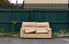 tan (stephen trinder) Tags: stephentrinder stephentrinderphotography aotearoa kiwi landscape godzone sofa settee couch thecouchesofchristchurch seat seating furniture discarded unwanted used secondhand damaged dumped rubbish trash vinyl tan