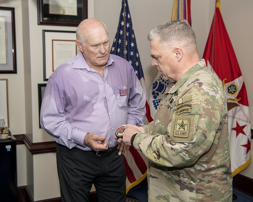 2018-05-11_Terry Bradshaw USO Visit