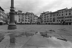 Riflessi (paolo-p) Tags: udine acqua water nuvole clouds linee lines riflessi reflections bn bw