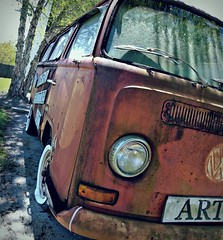 Art... in My eyes (Dave* Seven One) Tags: vw vwbus type2 transproter art artsy sign rustyart rusty rust decaying decay junk volkswagen roadsideamerica al alabama