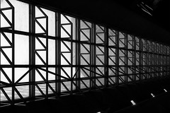 Montréal's Metro Station 41/68 - Place d'Armes - Ligne Orange (VdlMrc) Tags: montréal metro subway architecture minimaliste minimalism monochrome blackandwhite noiretblanc géométrie geometry québec canada station stm
