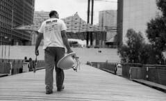 La Défense - Mars 2015 (Maestr!0_0!) Tags: noir blanc black white rue people street plombier lavabo la defense fomapan foma classic argentique argentic film canon eos 3 epson v700