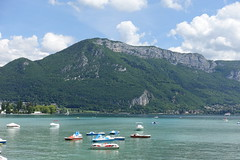 Mont Veyrier @ Pont des Amours @ Annecy (*_*) Tags: annecy hautesavoie france 74 europe savoie may 2018 spring printemps sunny afternoon lakeannecy lacdannecy lake lac pontdesamours bridge