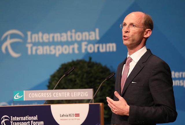 Philipp von Hagen presents