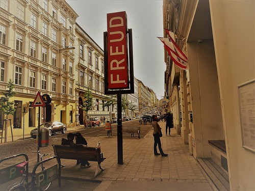Wien, 9. Bezirk (the art of public places in the suburbs not far away from downtown Vienna), Berggasse (Sigmund-Freud-Museum)