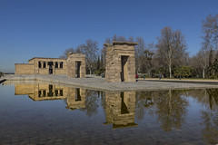 Templo de Debod (José M. Arboleda) Tags: arquitectura agua reflejo ciudad calle cielo edificio monumento templo debod gente madrid españa eos markiv josémarboledac ef1635mmf4lisusm canon 5d