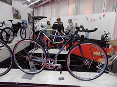 Spin Bike Show 17-05-12 (75) (Funny Cyclist) Tags: velo rad bici cycle bicycle steel show olympia 2017 aluminium part carbon rubber blue
