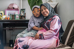 Portrait of mom and daughter, Indonesia (ReinierVanOorsouw) Tags: indonesia indonesie java batu sonya7 sonya7r a7r2 a7r travel asia asya travelling reinierishere reiniervanoorsouw maternity babies baby mother mothers
