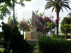Estatua en los Jardines de Valle Inclán en a Pobra do Caramiñal(Coruña-España) (Los colores del Barbanza) Tags: jardin valle inclán palmeira palomas pobra do caramiñal barbanza coruña galicia españa spain statue garden estatua