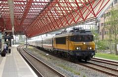 20180423 NSI 1761 + Berlijner, Zaandam (Bert Hollander) Tags: zaandam zd nsi loc 1761 eloc locomotief serie 1700 icb db rijtuigen kap leeg mat ns trein 70242asdzd