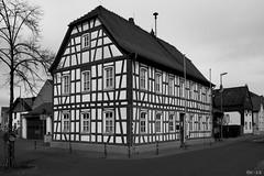 Timbered house - Altes Fachwerkhaus (b_kohnert) Tags: blackandwhite schwarzweis monochrome einfarbig house