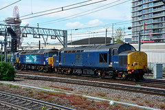37422 57007 57002 0K57 Stratford (British Rail 1980s and 1990s) Tags: train rail railway loco locomotive er easternregion mainline geml greatwasternmainline livery london liveried traction stratford diesel station drs directrailservices 0k57 tractor growler anglia br ee britishrail englishelectric railexpress type3 37 57 class37 class57 37422 57002 57007