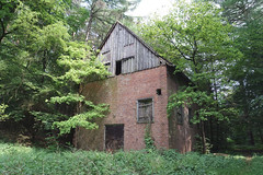 Lost Pumpenhaus / Abandoned pump house (WW2 aera) (SurfacePics) Tags: liebenau niedersachsen lowersaxony deutschland germany europe europa wald forest gebäude buildings building decay abandoned pumpenhaus lostplace lostworld urbanexploring urbanexploration urbex urbexpeople wasserversorgung pulverfabrik ww zweiterweltkrieg drittesreich great amazing mystic outdoor 2018 surfacepics cam sonyalpha77ii sonyalpha photo foto relikte relict geschichte historical historisch history