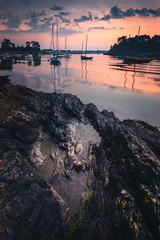 Sunrise sur Port-Anna (Stéphane Sélo Photographies) Tags: france paysage pentax pentaxk3ii sunrise arradon blending bretagne eau golfedumorbihan landscape levédesoleil morbihan portanna rochers roguedas sigma1020f45 sinagot voilier water
