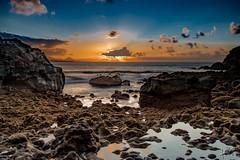 ... entre rocas (manuel.guerra) Tags: atardecer losnidillos laspalmasdegrancanaria canarias españa es