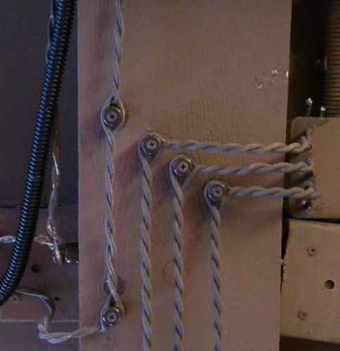 Проводка с изоляторами ©  ayampolsky