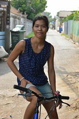smoking on a bicycle (the foreign photographer - ฝรั่งถ่) Tags: young woman bicycle smoking khlong thanon portraits bangkhen bangkok thailand nikon d3200