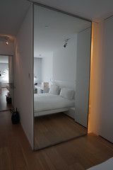 2018-04-FL-183561 (acme london) Tags: barcelona bathroom fira hotel hotelroomcorridor interior jeannouvel mirrordoor renaissancehotelfira room spain toilet