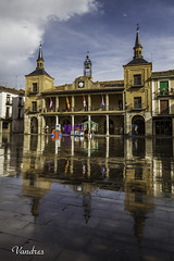 SOTI201608__123R_FLK (Valentin Andres) Tags: ayuntamiento burgodeosma castillayleon cityhall españa soria spain townhall rain tormenta