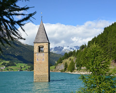 Campanile di Curon (njk1951) Tags: campaniledicuron campanile belltower trentinoaltoadige lake curonvenosta lagodiresia alpine mountains ancienttower italy italia