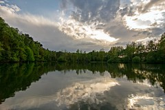 Stille am See (gabrieleskwar) Tags: outdoor wolken himmel see bäume blätter spiegelung spaziergang wasser
