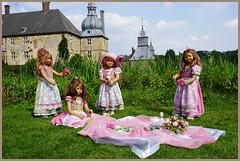 Kindergartenkinder ... nicht nur der Mai ist gekommen, wir sind auch wieder da ... (Kindergartenkinder 2018) Tags: kindergartenkinder schloss lembeck annette himstedt dolls tivi milina sanrike annemoni