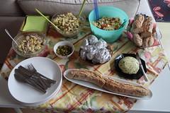 Beilagen-Tisch (multipel_bleiben) Tags: essen grillen beilagen salat kartoffeln baguette salate nudelsalat thunfisch zugastbeifreunden