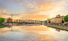 Red house (Jean-Michel Priaux) Tags: lyon rhône saône city river reflect water pont bridge paint painting hdr g81 line sky photoshop priaux sun sunset sunshine megapole place fleuve france auvergne